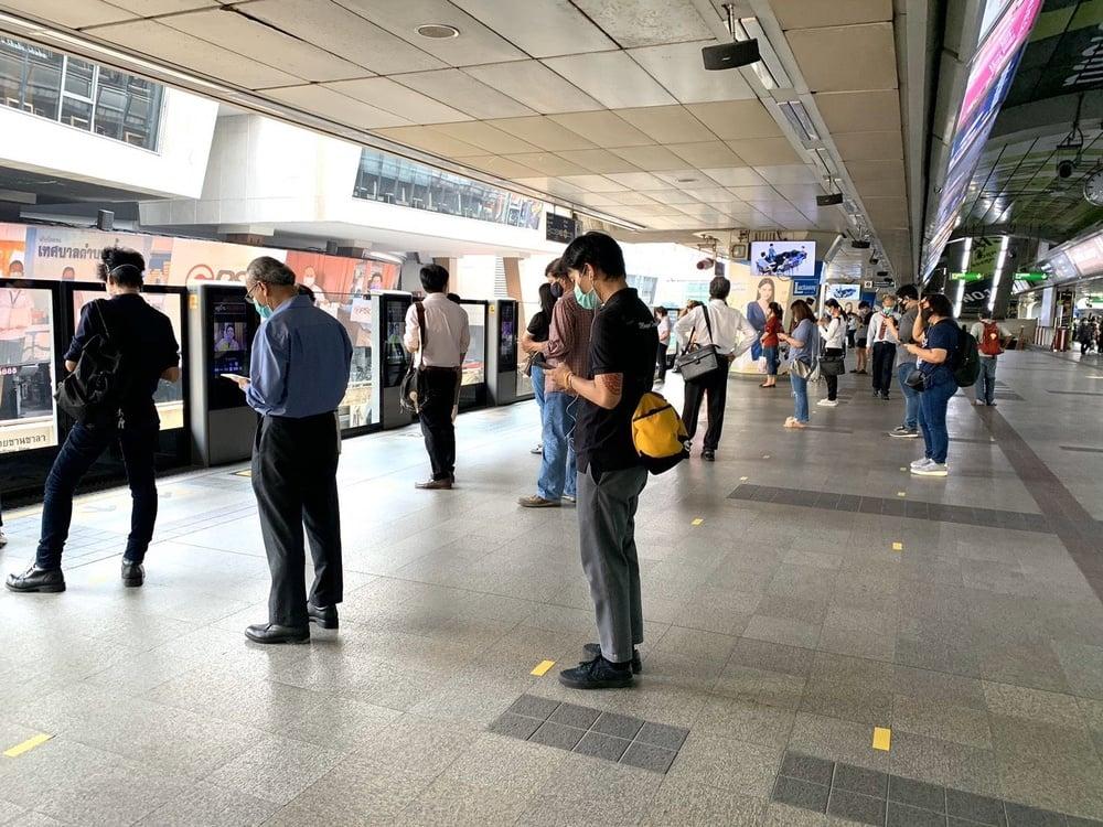รถไฟฟ้า MRT-BTS เดินหน้ามาตรการเข้มป้องกันโควิด-19 : อินโฟเควสท์