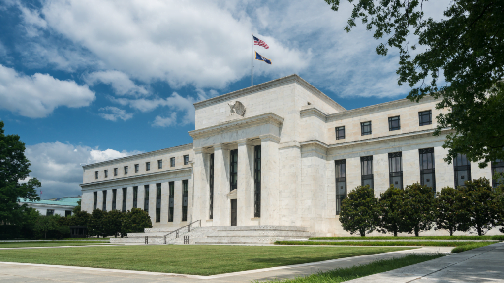Powell emphasizes the monetary-fiscal policy. Cope with uncertain economic trends 20200916_canva_FED_bank-1024x576